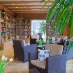 Bibliothek & gemütlicher Aufenthaltsraum im Hotel Sonnengarten Bad Wörishofen