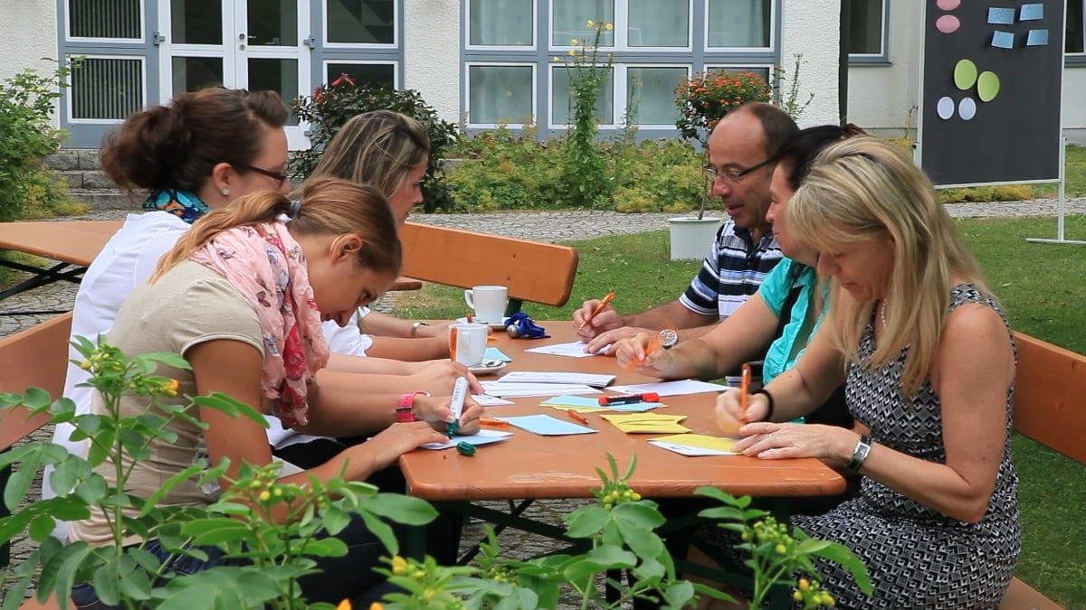 Hotel Sonnengarten Bad Wörishofen Tagung draußen Gruppenarbeit