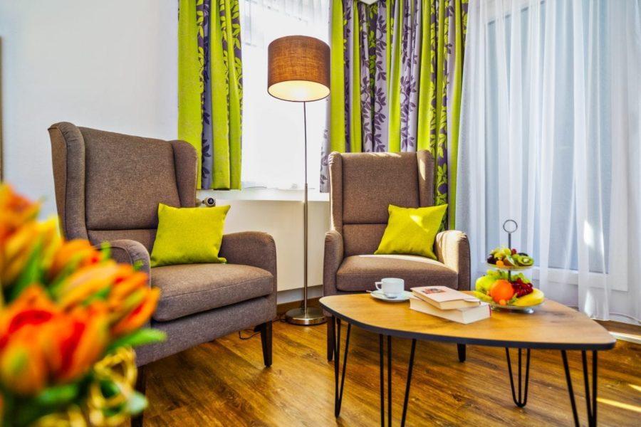 Sessel Zimmer Hotel Sonnengarten