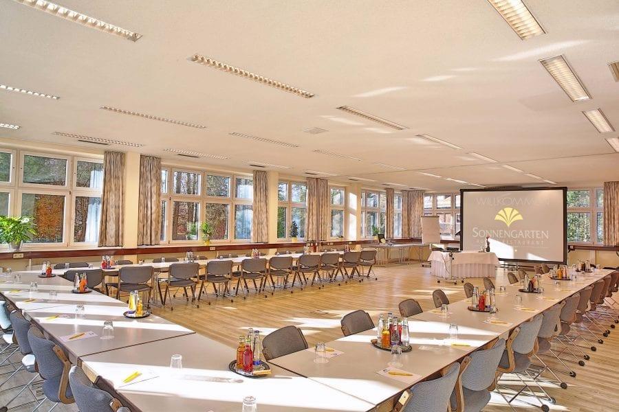 Holl-1+2 U-Form für große Seminar- und Tagungsveranstaltung im Hotel Sonnengarten bei München