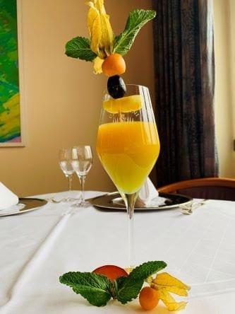 Glas Orangensaft Hotel Sonnengarten